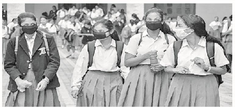 করোনাকালে স্কুলগামী শিশু ভাবনা