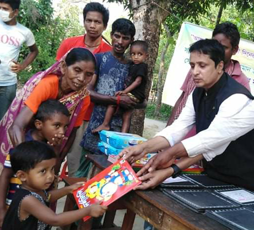 <span style='color:#000;font-size:18px;'>ফেঞ্চুগঞ্জে চা শ্রমিকের শিশুদের শিক্ষা সামগ্রী বিতরণ</span><br/> জননেত্রী শেখ হাসিনাই চা শ্রমিক'র সন্তানদের শিক্ষার সুযোগ করে দিয়েছেন : শাহ মুজিবুর রহমান জকন