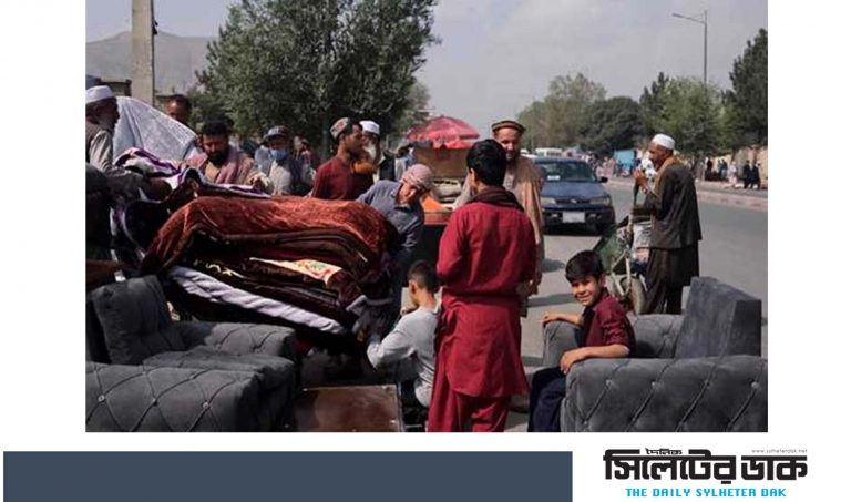 অর্থসংকটে আসবাবপত্র বিক্রি করছেন আফগানরা